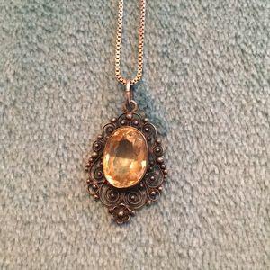 Jewelry - Pretty canary yellow necklace